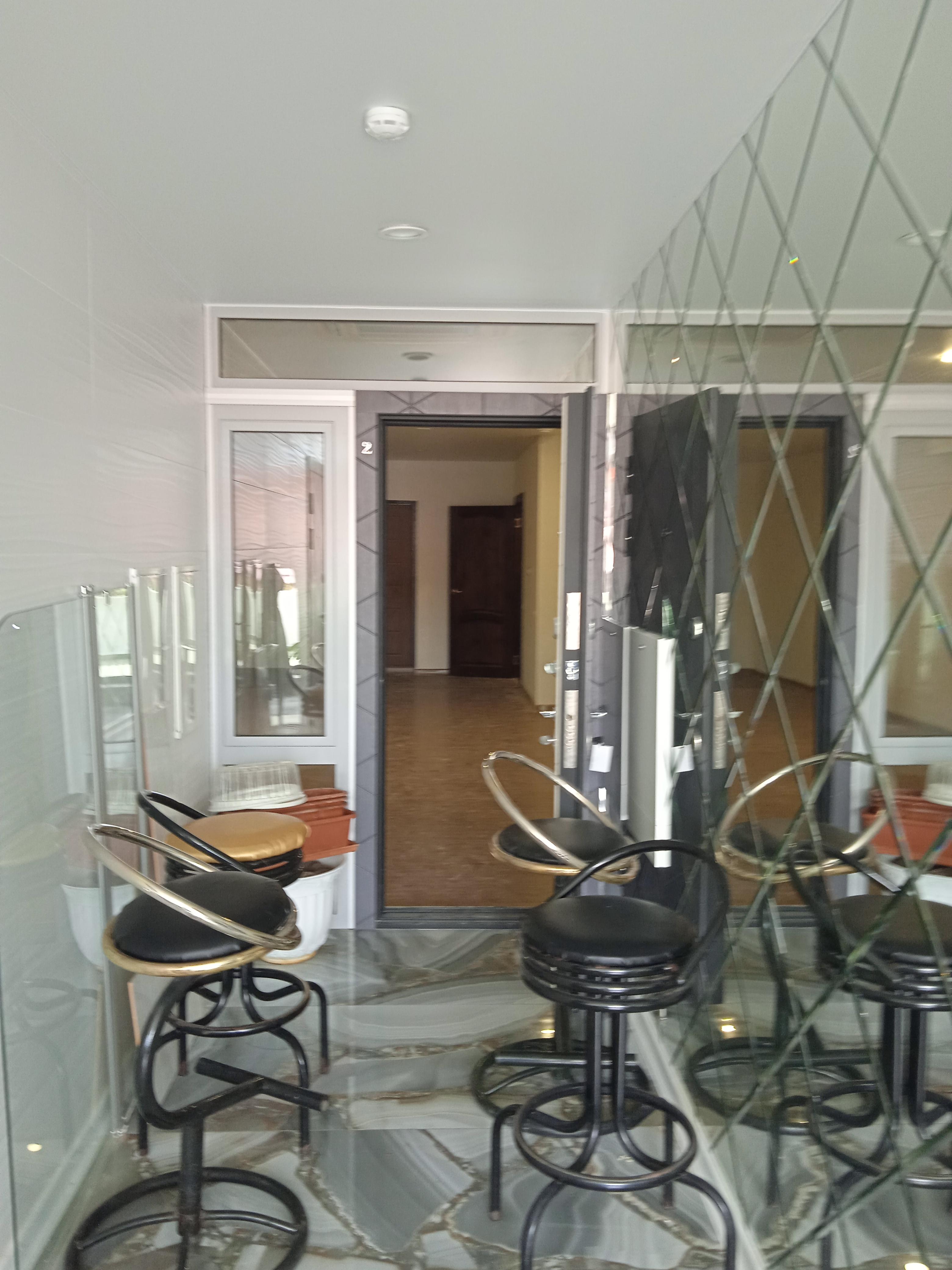 Сдам - Сдам  помещение под офис, салон в центре Сочи -ул.Горького  - цена: 60000