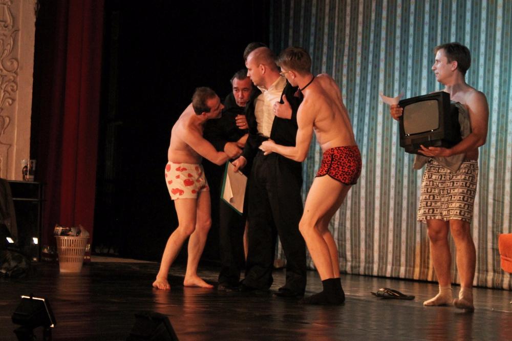 Максим танцует стриптиз фото 311-774